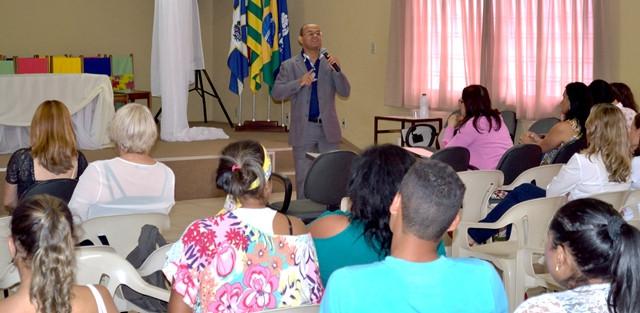 Professor Mariano GO em palestra para professores da Apae Anápolis
