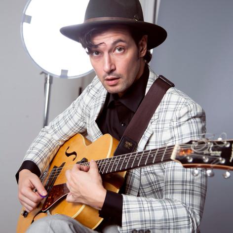 Adrien Chevalier guitar studio