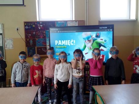 Uczniowie naszej szkoły realizują program edukacyjny - FAST HEROES 112