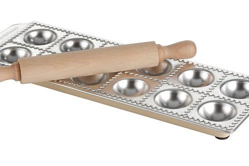 Moule à ravioli et rouleau en bois