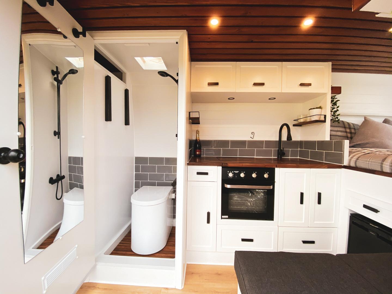 Kunu shower room with composting toilet