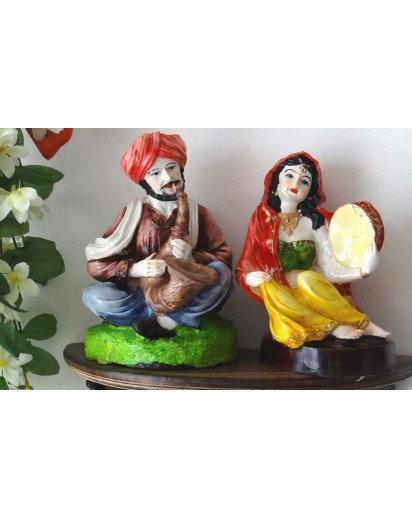 Pathan Music couple, Rasin statue