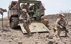 USMC-dismounting-AAV_Djibouti_29Mar10_3888x2430px.jpg