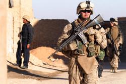 U.S.-Marines-and-Iraqi-police-officer-conduct-patrol_20-Dec-06.jpg