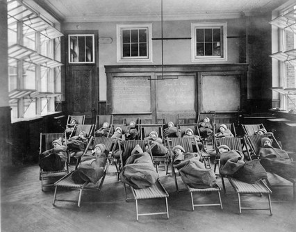 Public School 51 in Manhattan, 1911. Library of Congress
