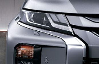 תאורה ראשית מסוג LED בשילוב תאורת יום *DRL