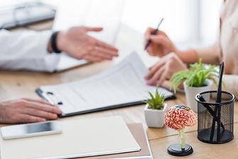 """מה זה ביטוח משלים שב""""ן וביטוח שקל ראשון? ואיך לבחור בינהם?"""