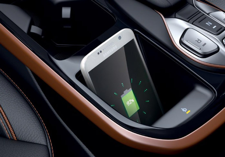 משטח טעינה אלחוטי למכשירים תומכים בכנולוגיה לפי תקן טעינה Qi