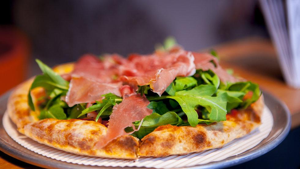 * Sveriges Bästa Italiensk500C Klassisk Pizza *