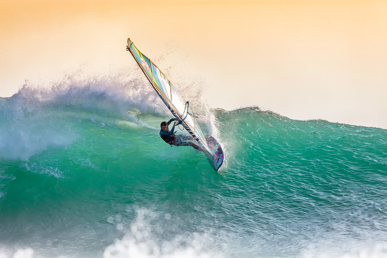 windsurfing-2212364_1280.jpg