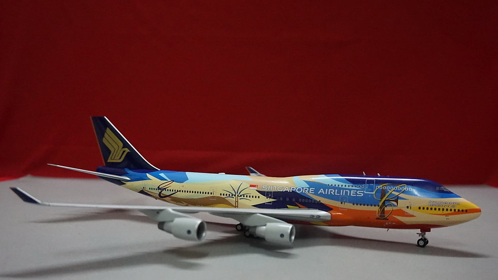 1:200 B747-400 Singapore Airlines Tropical 9V-SPK