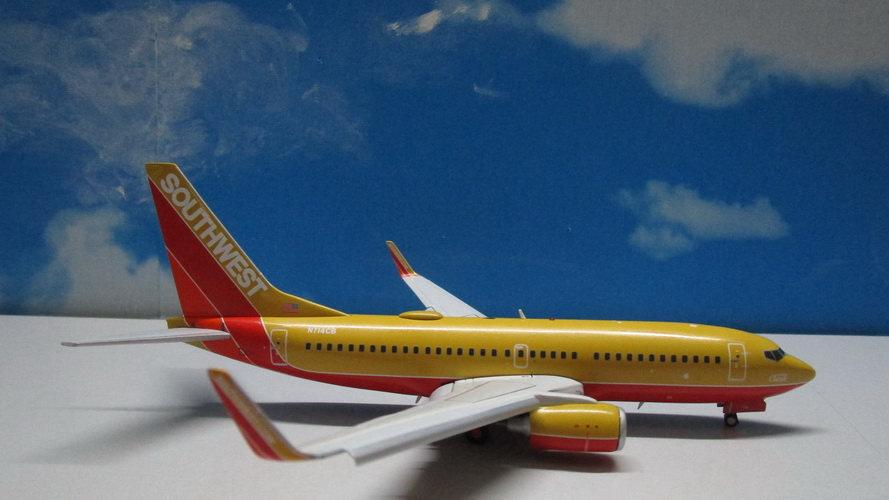 1:200 B737-700 Southwest Airlines 'Classic Retro' N714CB Flap Down
