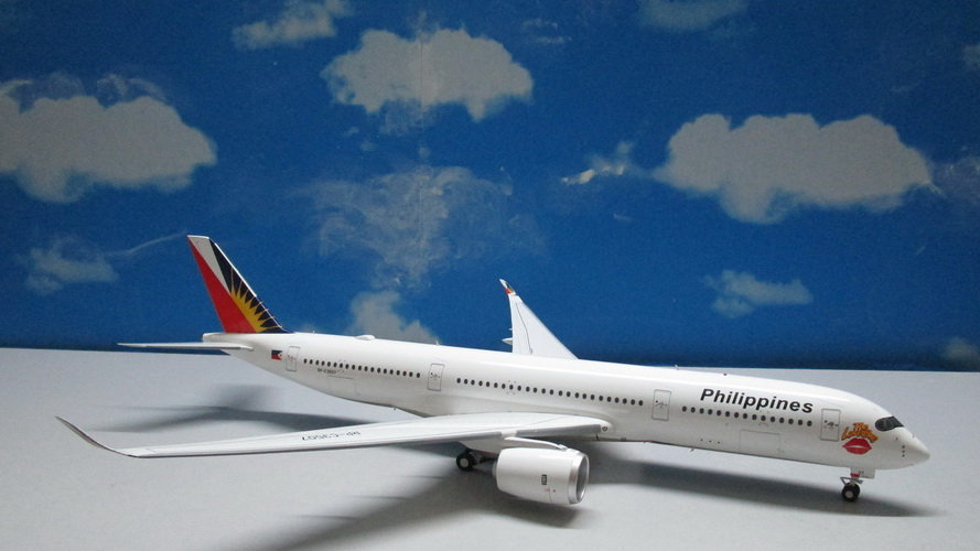 """1:200 A350-941AWB Philippines Airlines """"Love Bus"""" RP-C3507"""