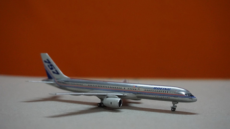 1:400 B757-200 Boeing House Color 'Polished' Fixed Engine Errors N505EA