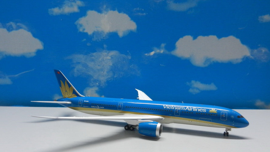 1:200 B787-900 Vitenam Airlines New Livery VN-A861