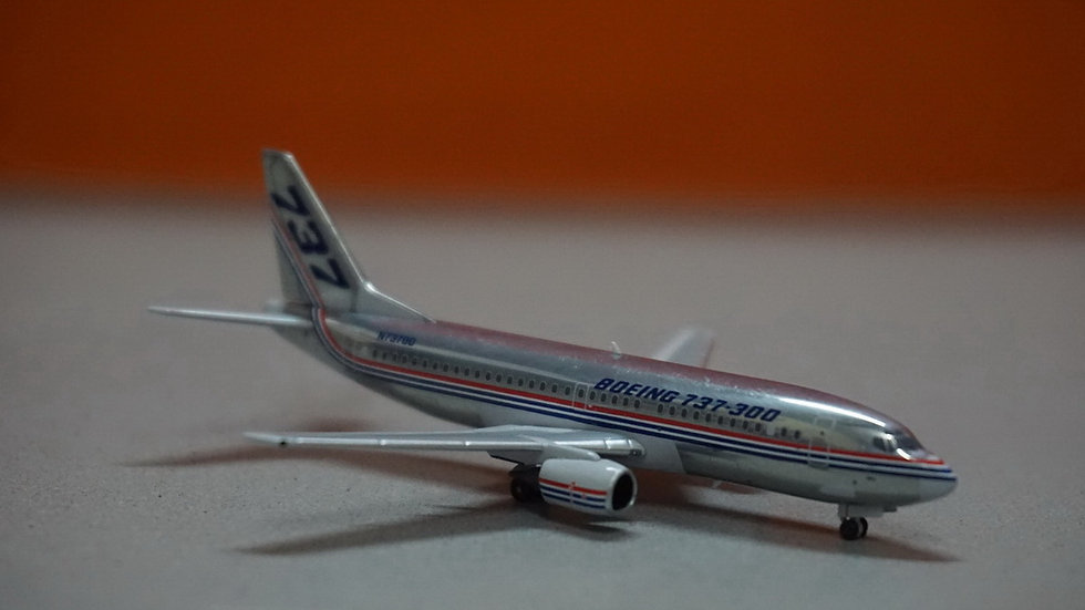 1:400 B737-300 Boeing House Color Polished N73700