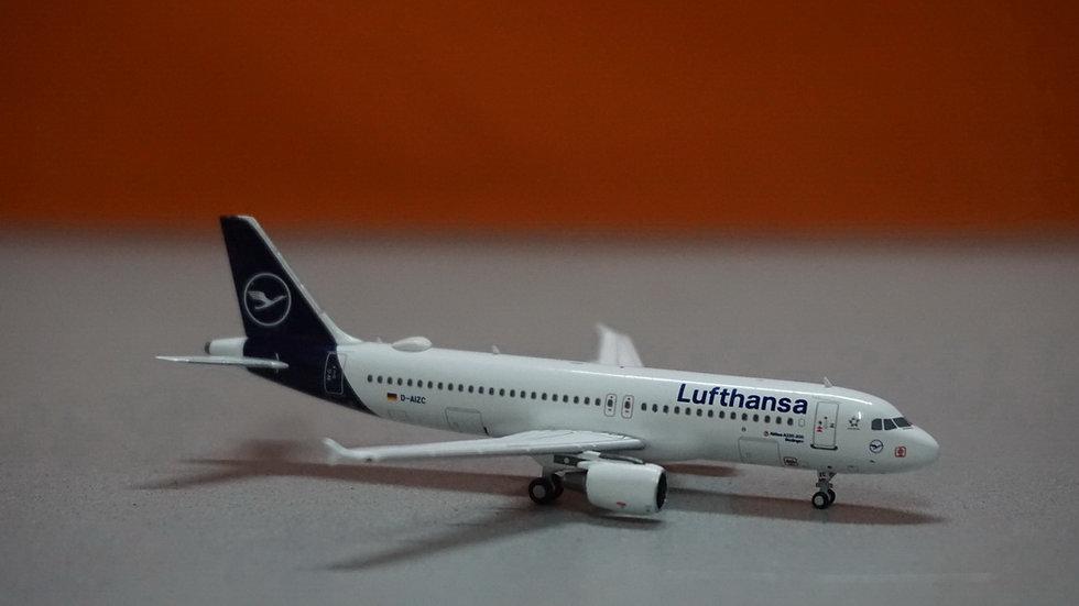 1:400 A320-200 Lufthansa Büdingen, Lufthansa's 1st A320 in the new colors D-AIZC