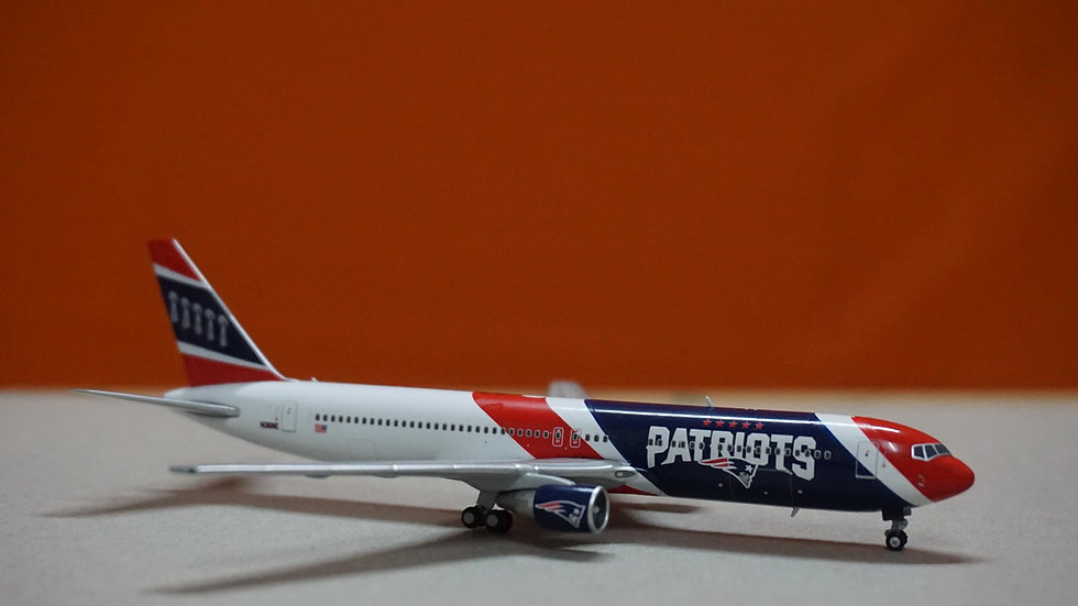 1:400 B767-300 New England Patriots N36NE