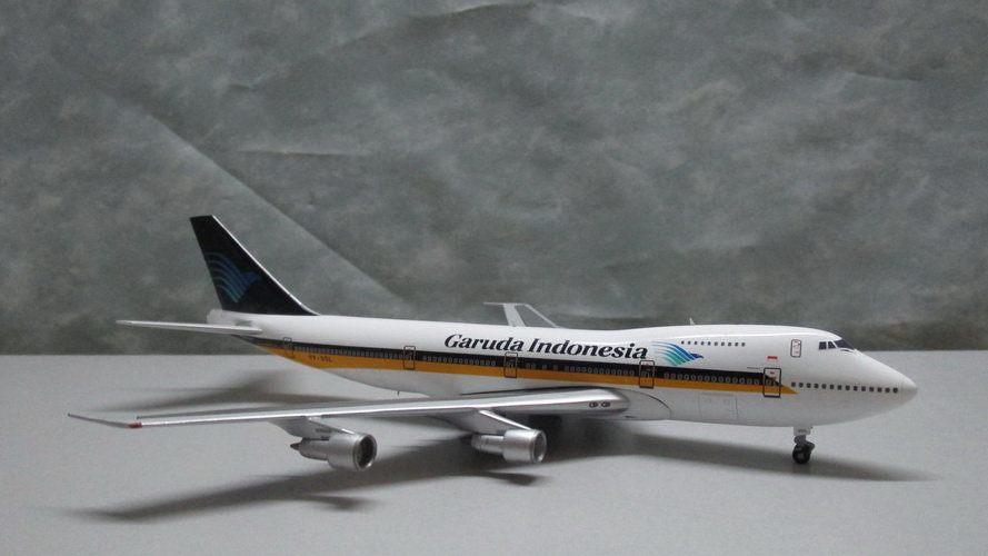 1:400 B747-212B Garuda Indonesia Airways / Singapore Hybrid 9V-SQL