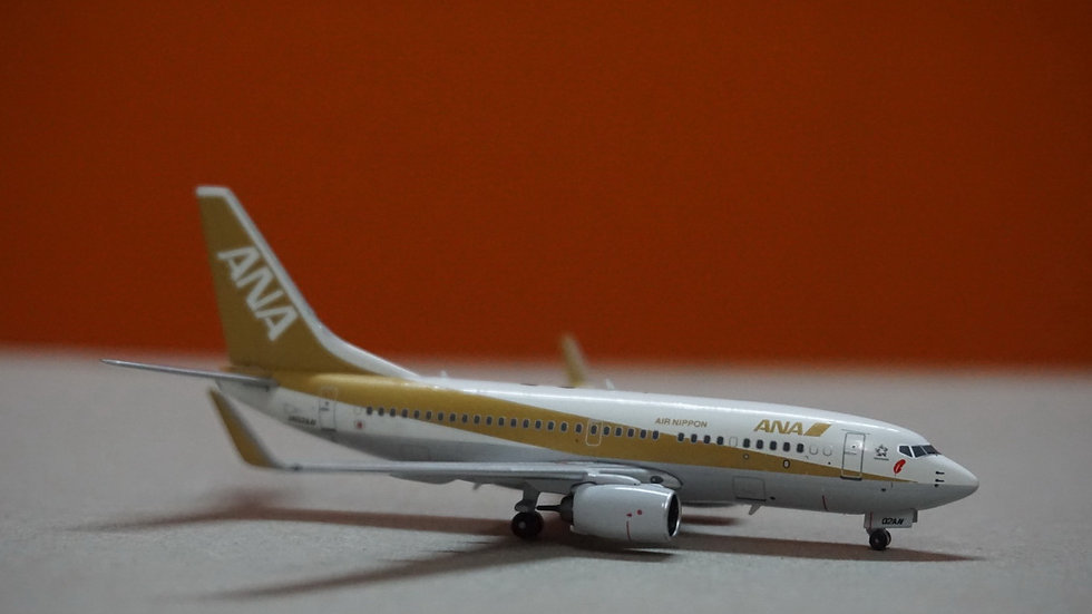 1:400 B737-700W ANA 'Golden & Red Feathers' JA02AN