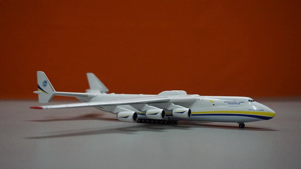 1:400 AN-225Antonov Airlines 'Mriya' Blue-Yellow UR-82060