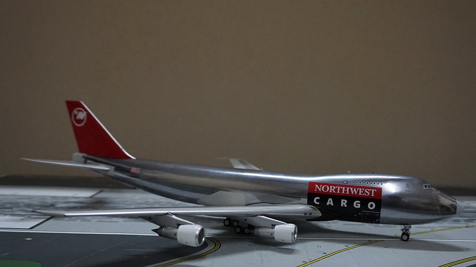 1:200 B747-200F Northwest Airlines Cargo wt stand N618US