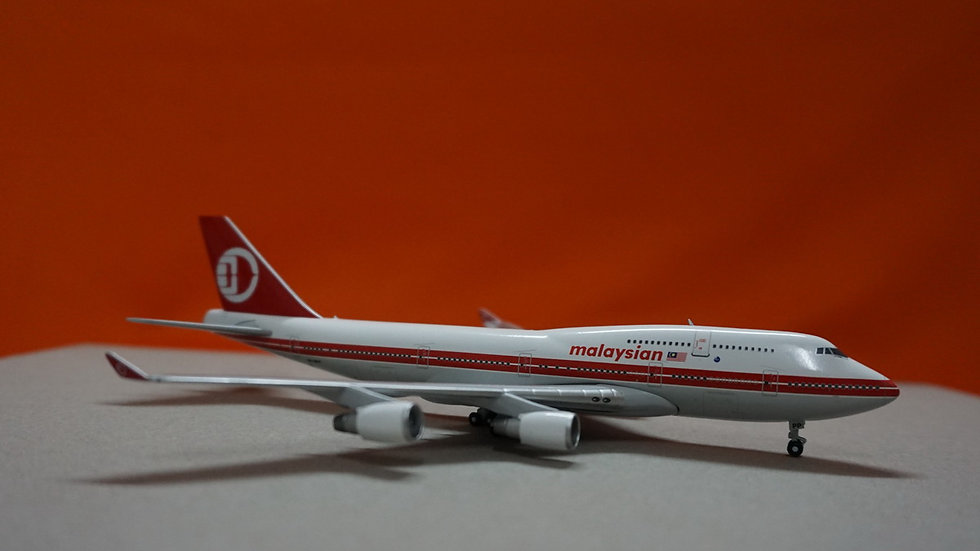 1:400 B747-400 Malaysia Airlines Retro Livery One World logo 9M-MPP