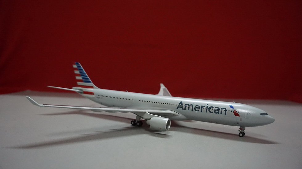 1:200 A330-300 American Airlines NL N270AY