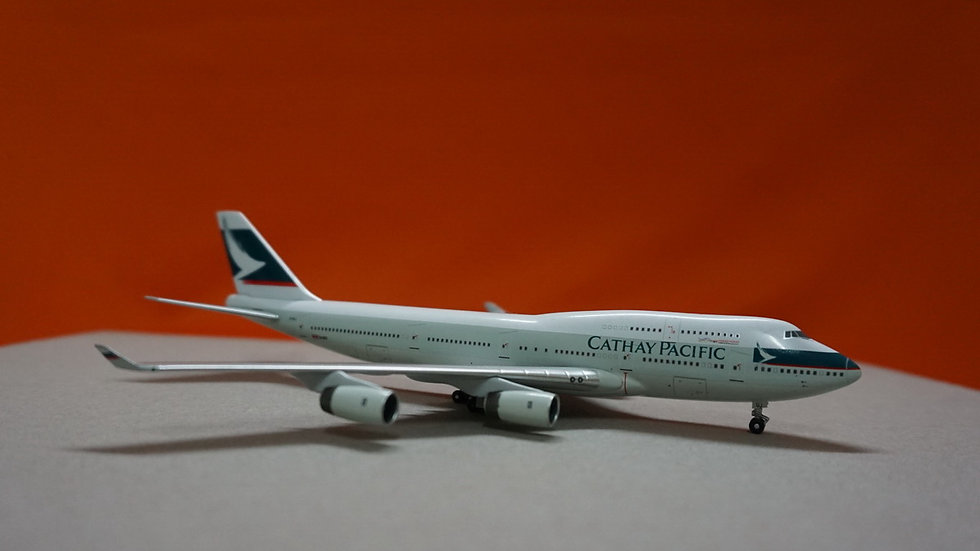 1:400 B747-400 Cathay Pacific (Rolls Royce) B-HUJ