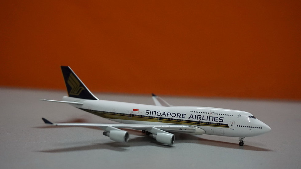 1:400 B747-412 Singapore Airlines 'Farewell Flight 6th April 2012' 9V-SPQ