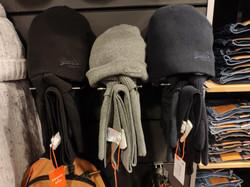 gants 20 EUR, bonnets 20 EUR, écharpes 30 EUR assortis