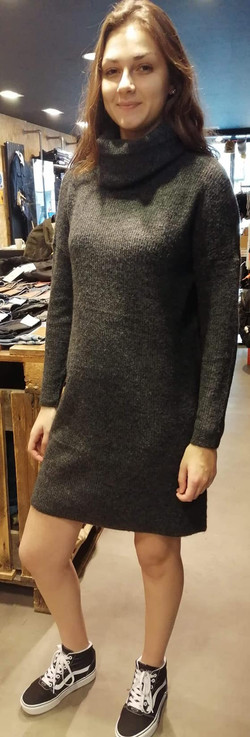 Robe pull Only 39€, existe en beige
