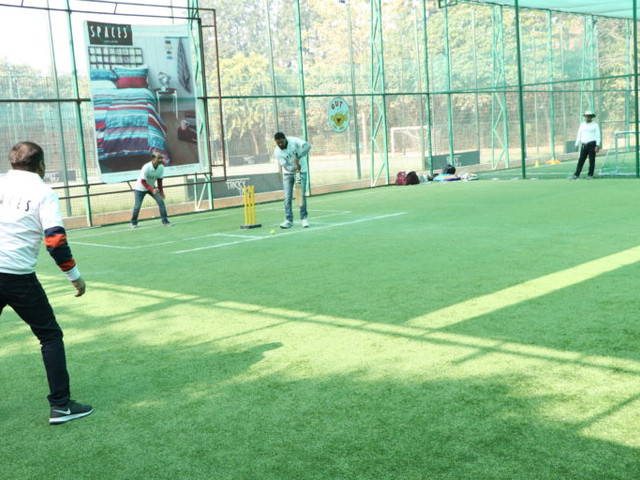 Dealers Cricket Match for Spaces