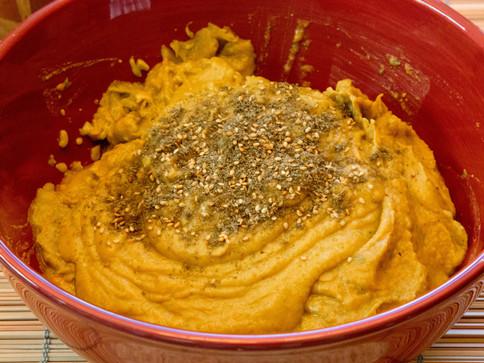 Roasted garlic and red pepper za'atar hummus