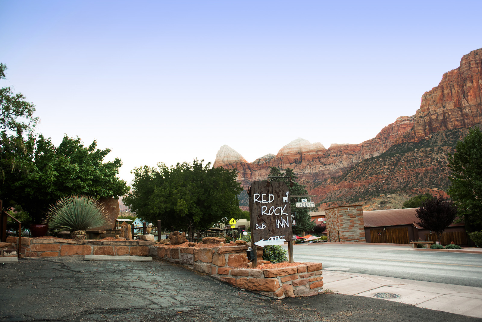 red rock inn zion national park zion red rock. Black Bedroom Furniture Sets. Home Design Ideas