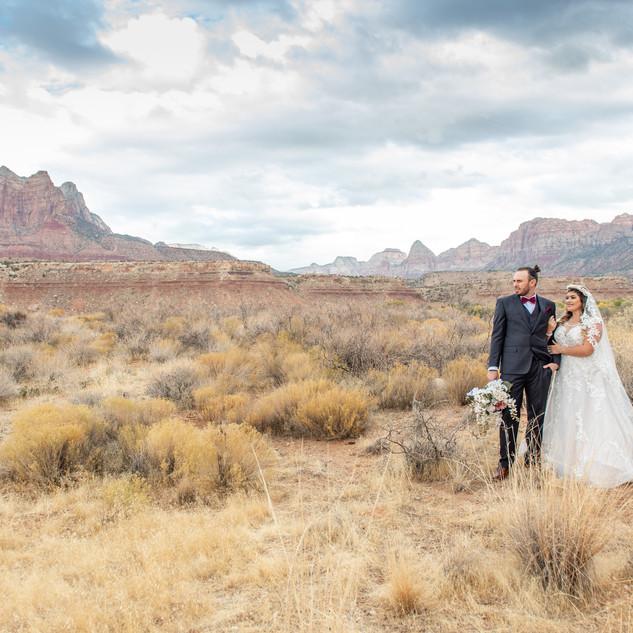 red rock mountain views wedding.jpg