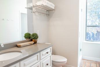 Emarld Pools Full Bathroom