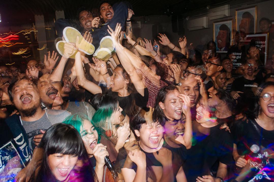 Mass Karaoke Worship
