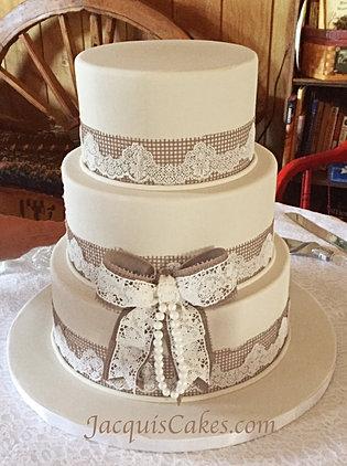 Kayseys Burlap And Lace Wedding Cake