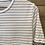 Thumbnail: T-shirt bianca con righe blu