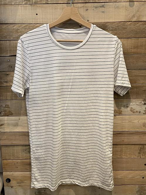 T-shirt bianca con righe blu