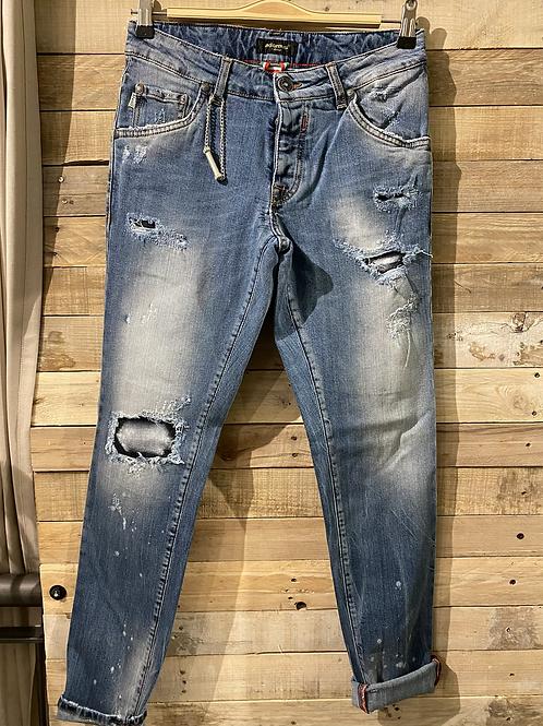 Jeans patch con strappi