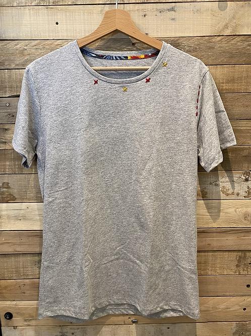 T-shirt in cotone grigio con cuciture colorate
