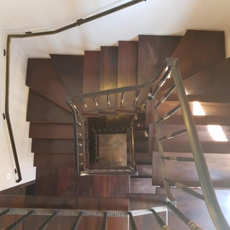 Escada interna da loja