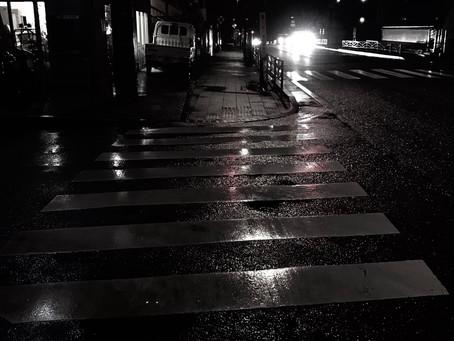 雨の日に外を歩かないと見られないこと。