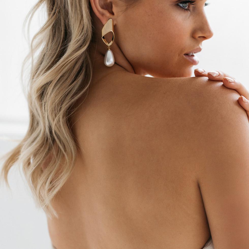 ELWOOD-modern-gold-hanging-pearl-bridal-