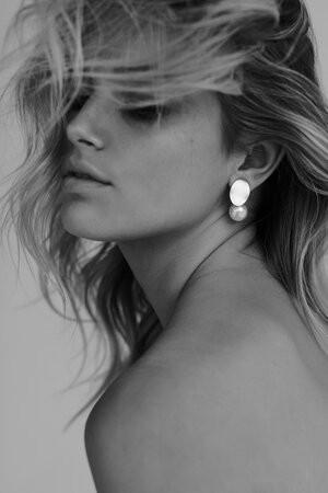 KALLISTA-gold-pearl-drop-bridal-earrings