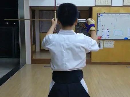 弓道部の塾生の動画です。カッコイイね!!