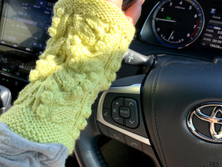 車のりたてに手編みちゃん!お友達に感謝❣