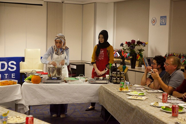 Full-House-For-The-First-Cooking-Class-Of-The-Season (6)